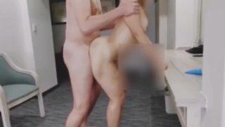 Mi esposa infiel me manda vídeo con su amante mamando y cogiendo duro